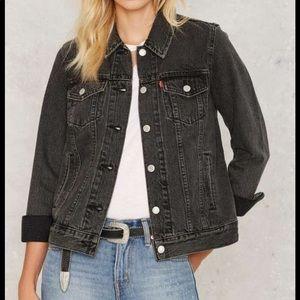 LEVIS boyfriend trucker denim jacket